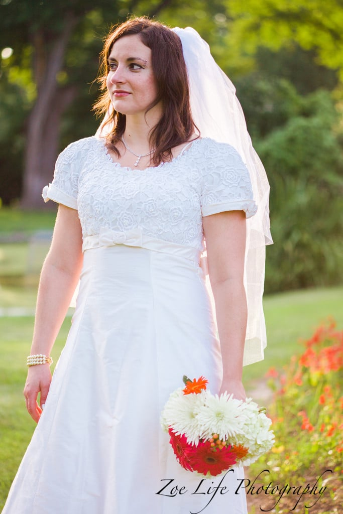 Bride holding a bouquet of flowers, st. louis wedding photography