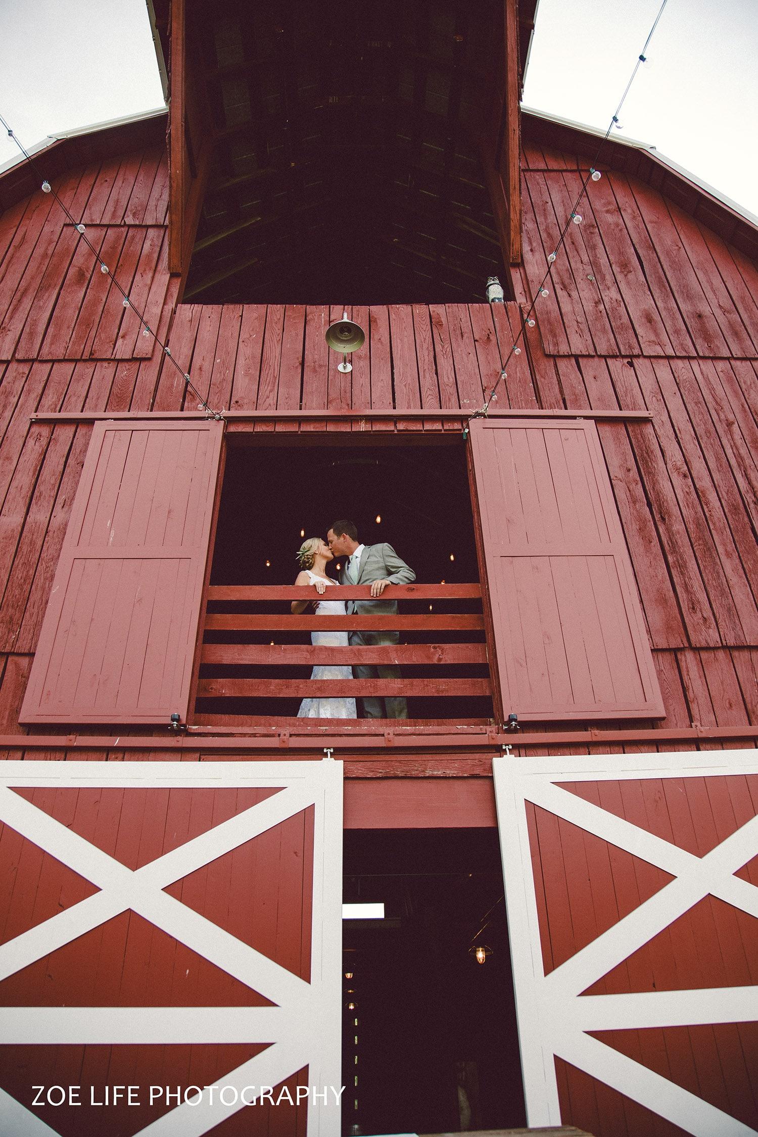 Bride and Groom Barn Photo, Nashville Wedding Photographer