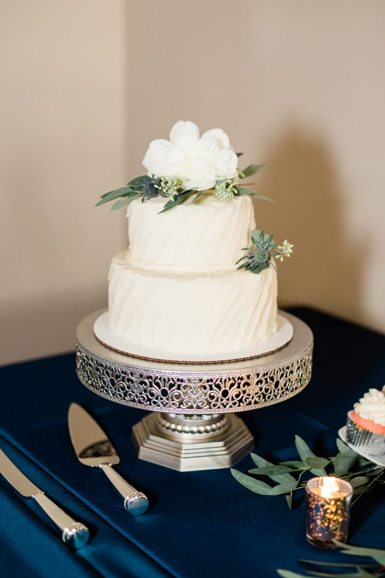St. Louis Wedding Photographers, Silver Oaks Chateau Wedding, Wedding Cake Detail Shot